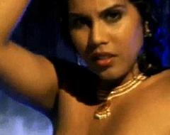 Bollywood Dancer Is Stunningly Erotic