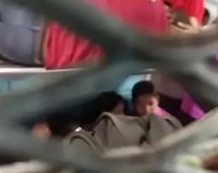 desi girl smooches his boyfriend in train