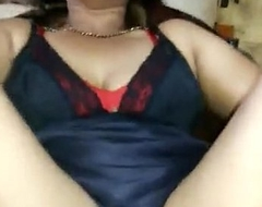 Desi aunt with her legs spread near apart expose her pussy